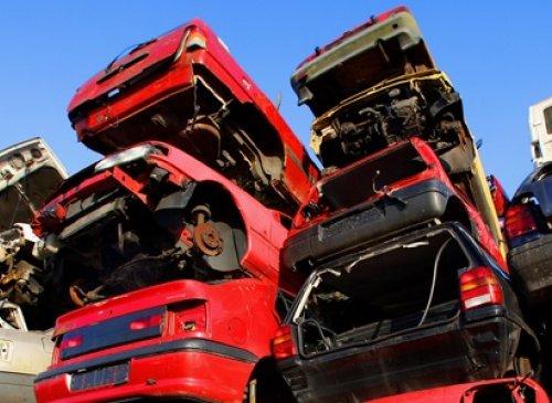 Quando le parti di autoveicoli recuperate cessano di essere qualificate come rifiuti?
